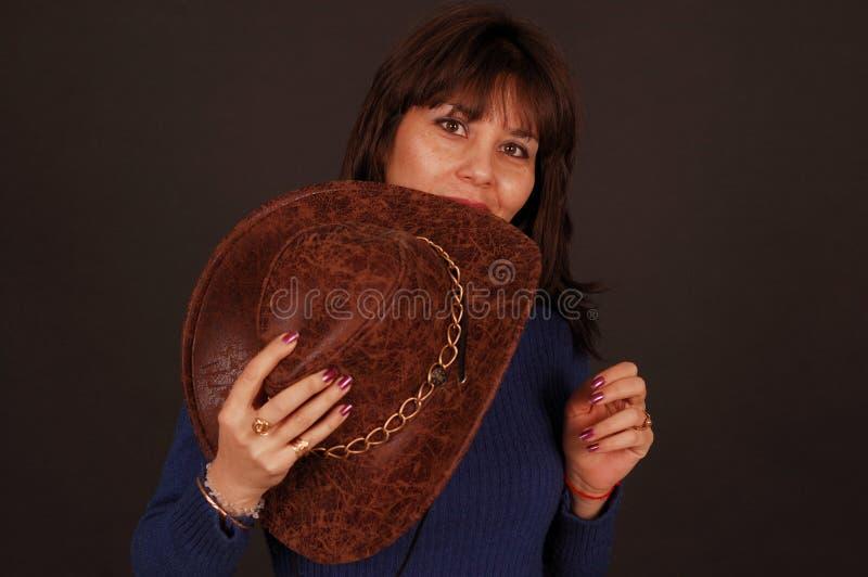 牛仔帽俏丽的妇女 库存照片