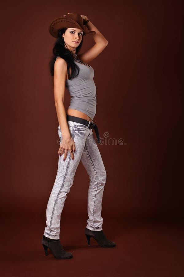 Download 牛仔帽妇女年轻人 库存图片. 图片 包括有 牛仔, 女孩, 蓝色, 衣物, 皮革, 背包, 人力, 人们 - 22353779