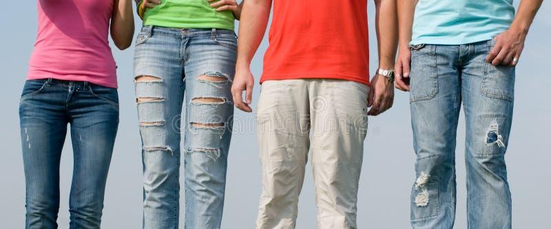 牛仔裤人佩带 库存图片