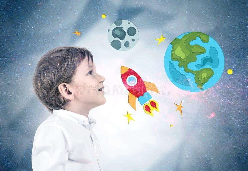 牛仔裤和衬衣的,太空旅行小男孩 免版税库存图片