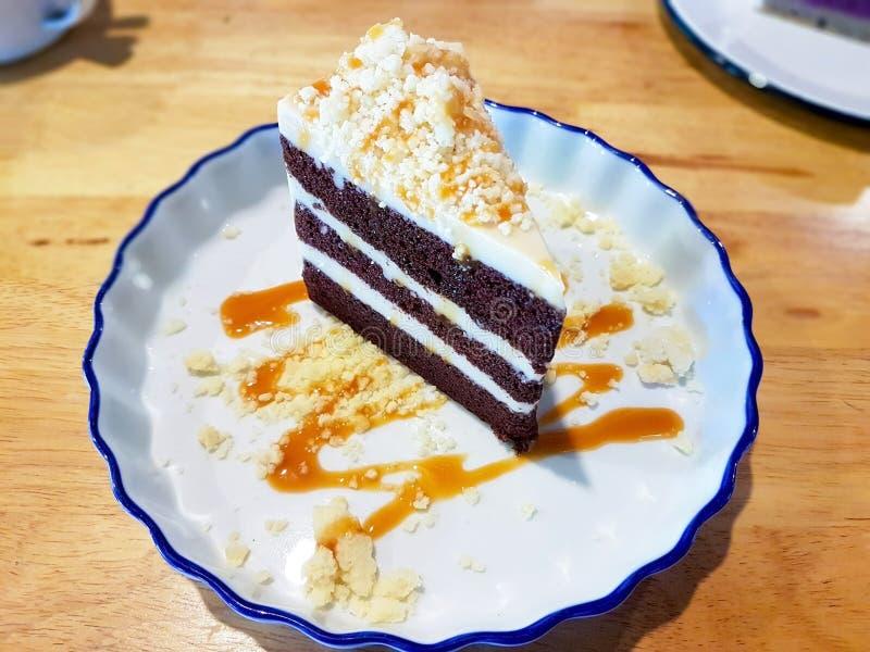 牛奶和巧克力蛋糕 免版税库存照片