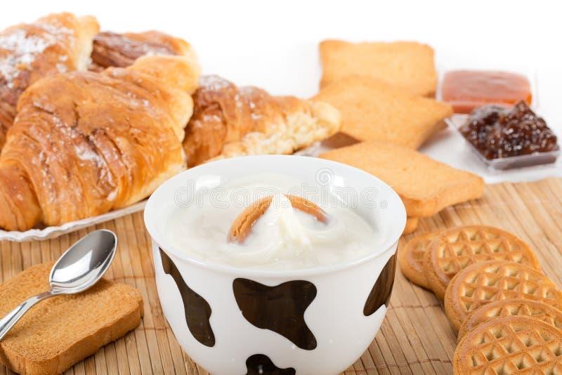 牛奶和饼干 图库摄影