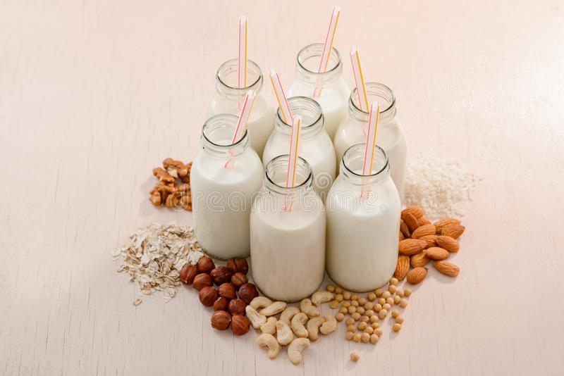 牛奶店自由的牛奶和自然成份 免版税库存图片