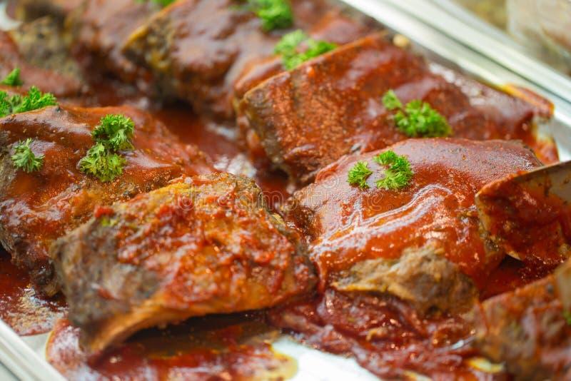 牛排牛肉肉格栅倾吐用小汤调味汁 库存照片
