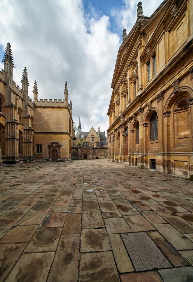 牛津大学的老围场在神学院和Sheldonian剧院之间的 牛津 英国 免版税库存图片