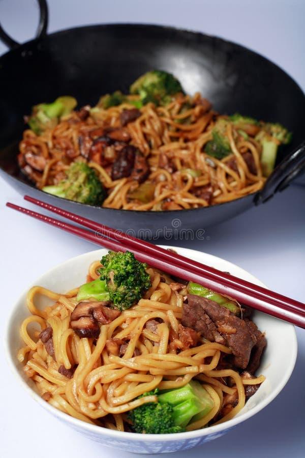 牛肉中国食物mein铁锅 库存照片
