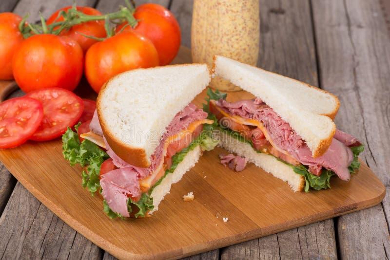牛肉干酪烘烤三明治 免版税图库摄影