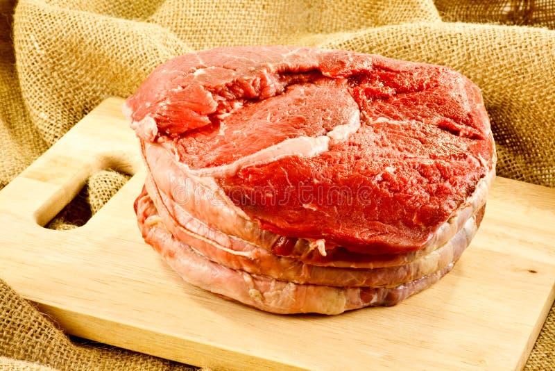 牛肉未加工的顶面臀部  免版税库存图片