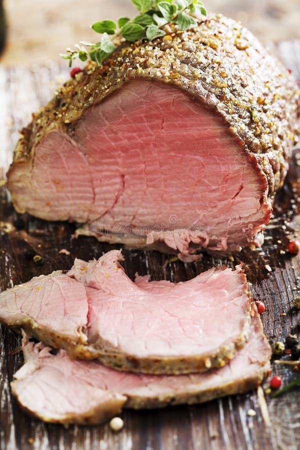 牛肉水多的烘烤 免版税库存照片