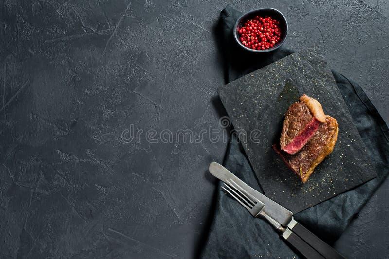 牛肉臀部的牛排烤了罕见 E 库存图片