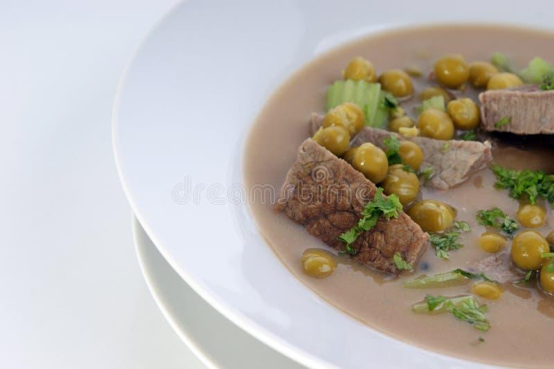 牛肉芹菜豌豆炖煮的食物 图库摄影