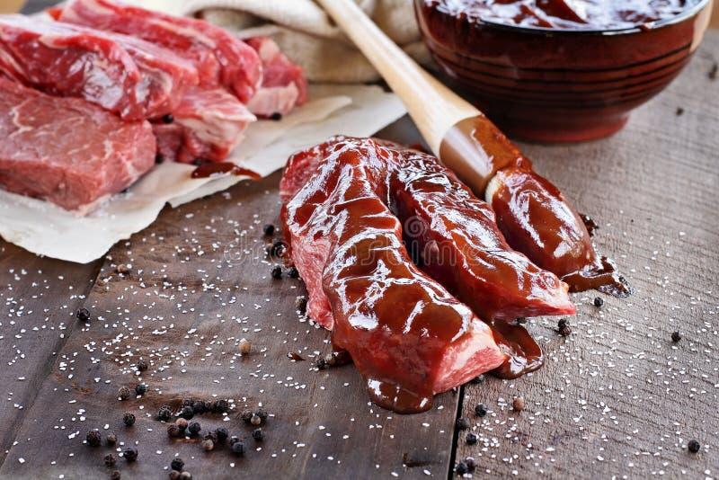 牛肋骨和烤肉汁 库存照片