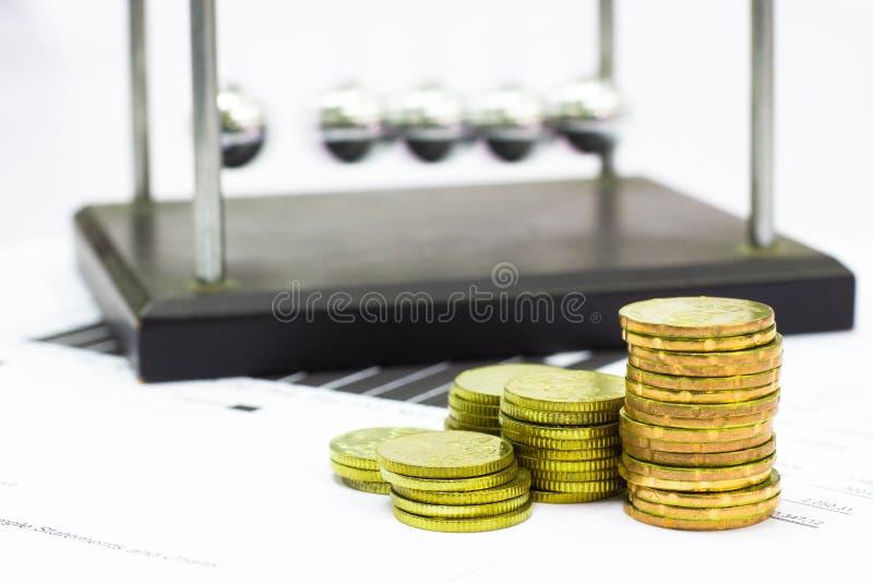 Download 牛顿摇篮钢平衡球和财政决算与硬币 库存照片. 图片 包括有 图表, 利润, 摇篮, 保险, ,并且, 财务 - 62528712