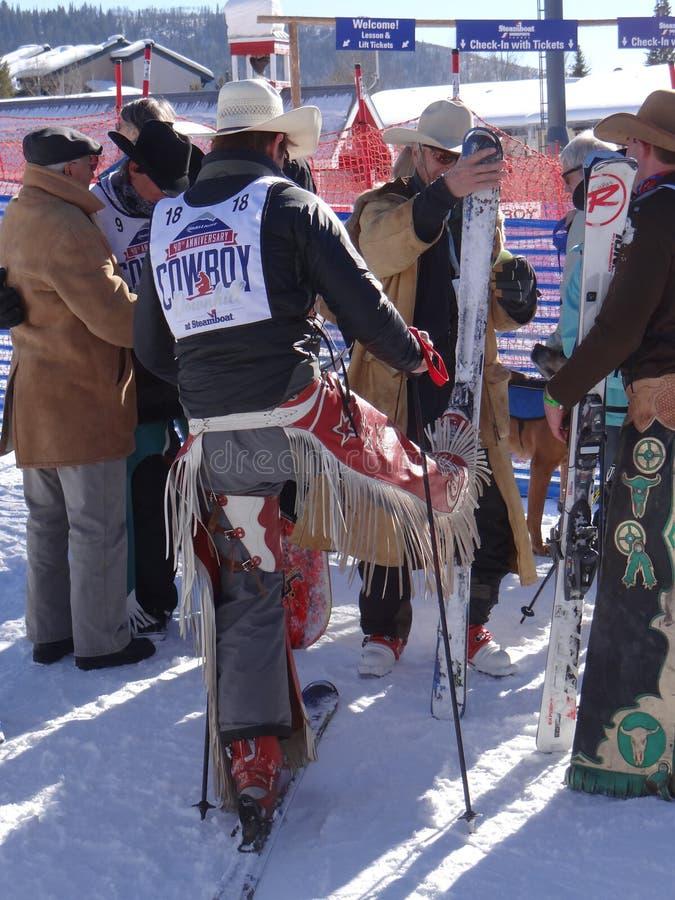 牛仔为第40位每年牛仔下坡种族做准备 免版税库存照片