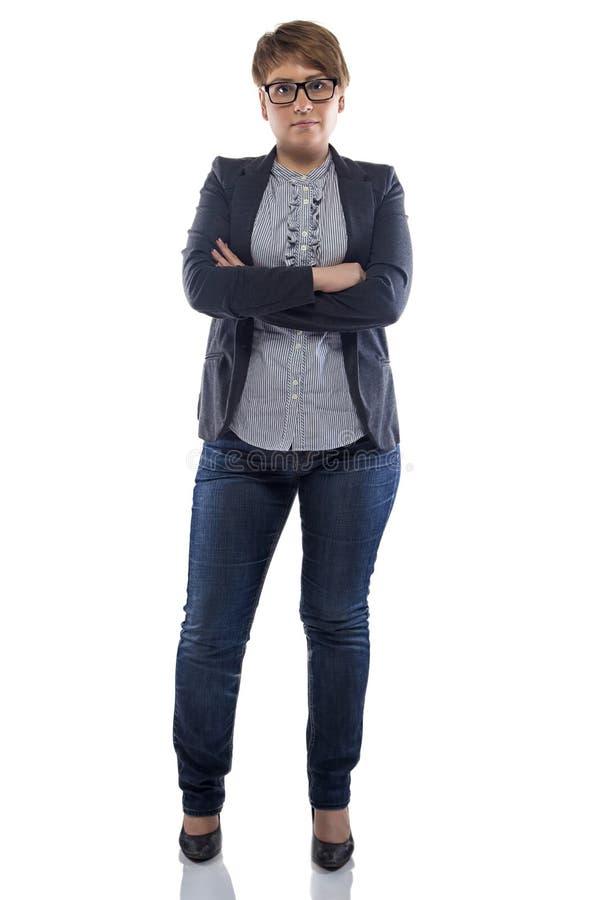 牛仔裤的照片胖墩墩的妇女有横渡的胳膊的 免版税库存图片