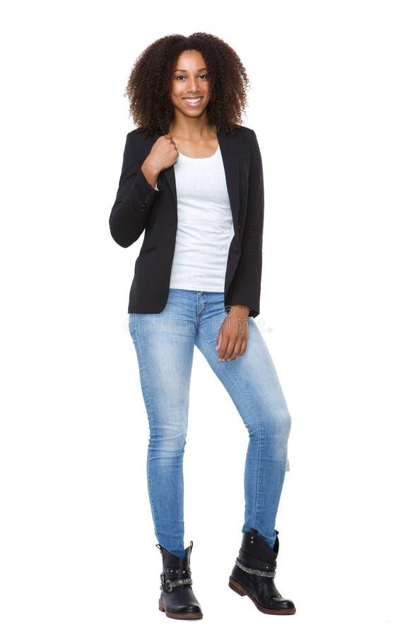 牛仔裤的年轻微笑的妇女 图库摄影