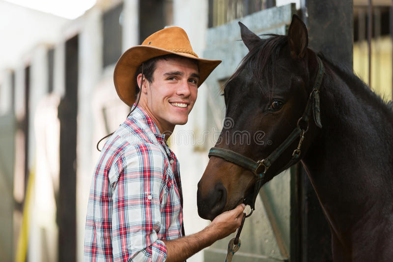 牛仔马槽枥 库存图片