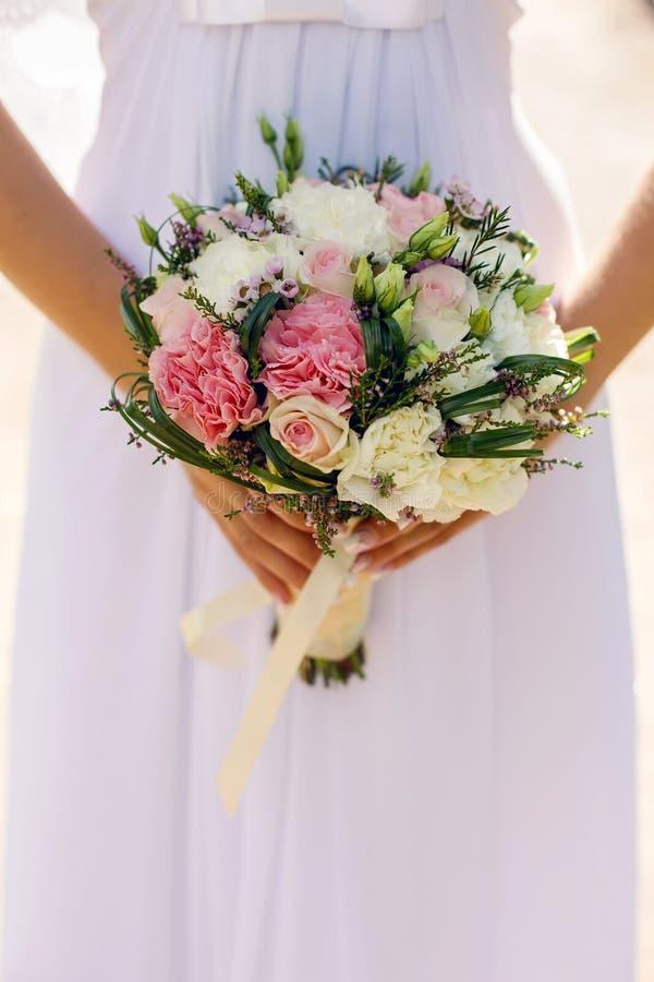 牡丹婚礼花束  免版税库存图片