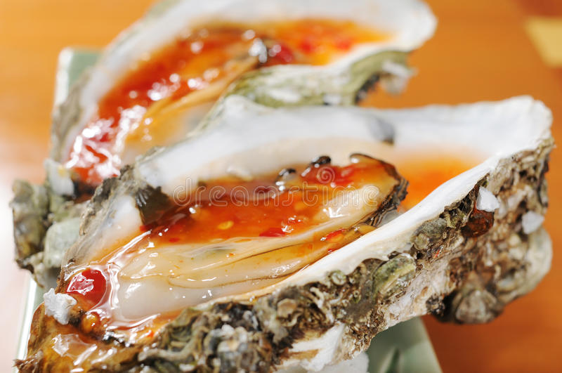 牡蛎烘烤 库存照片