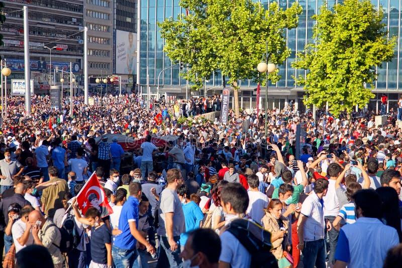 牢骚反政府抗议者占领的Kizilay广场在Gezi公园抗议期间在安卡拉,土耳其 免版税图库摄影