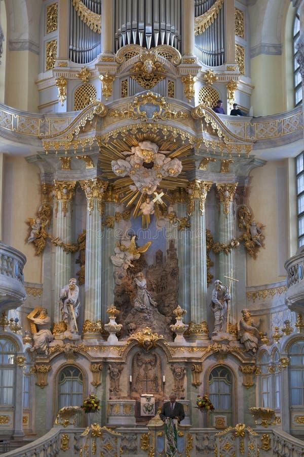 牧师布道在德累斯顿Frauenkirche 库存图片