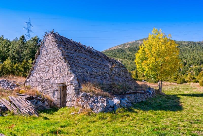 牧羊人` s房子在波斯尼亚 免版税库存图片