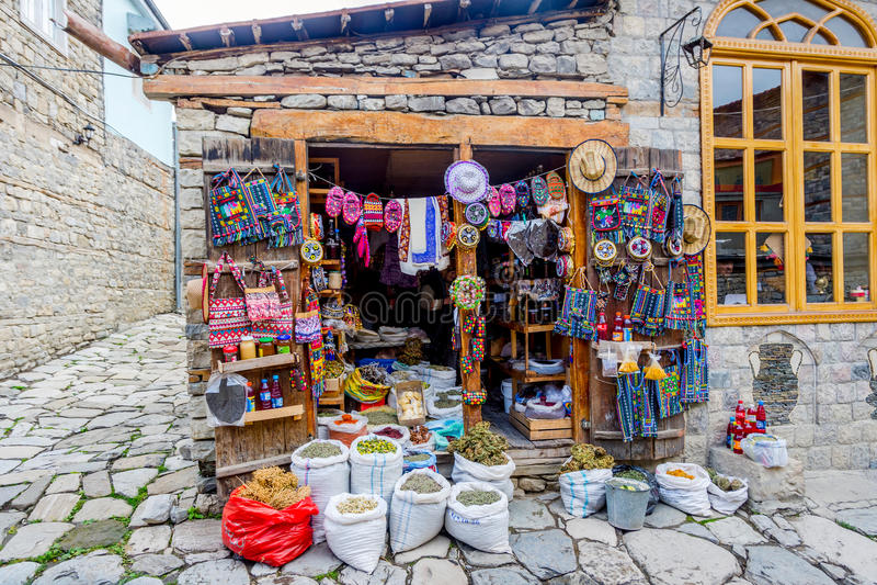 购物与纪念品和茶, Lahich,阿塞拜疆 免版税库存图片