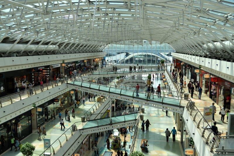 购物中心购物中心内部 免版税库存照片