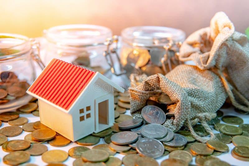 物产投资 铸造概念保证金堆保护的节省额 库存图片