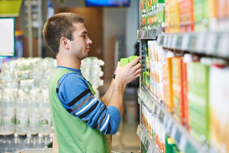 购物卖主在超级市场 库存图片