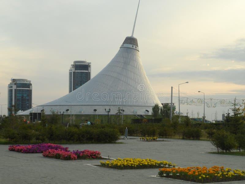 购物和娱乐中心告诉了可汗Shatyr 库存照片