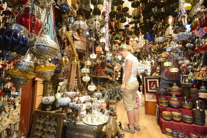购物在马托拉Souq,马斯喀特,阿曼 库存图片