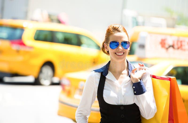 购物妇女在曼哈顿NYC 图库摄影