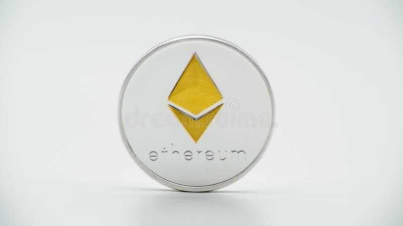 物理在白色背景的金属银色Ethereum货币 埃特硬币 库存图片