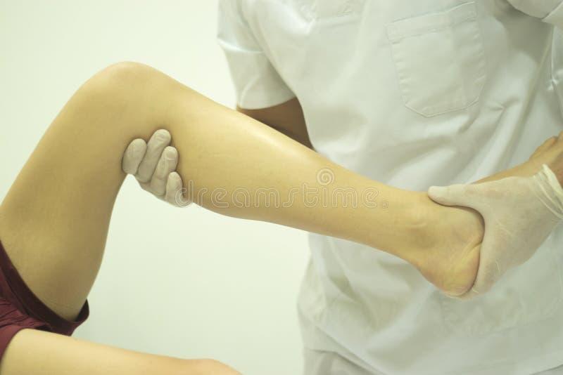 物理疗法整骨疗法生理治疗师 库存照片