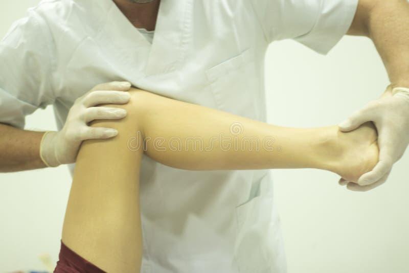 物理疗法整骨疗法生理治疗师 库存图片