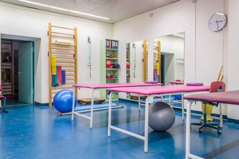 物理疗法诊所的空的室 免版税库存照片