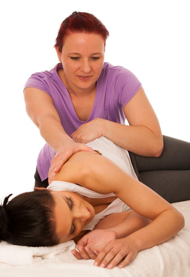 物理疗法- excercising与患者的治疗师,工作在b 库存照片