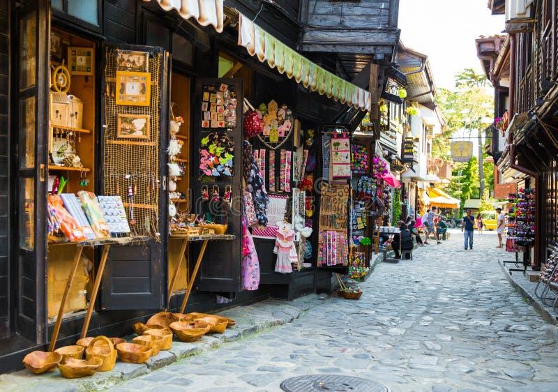 购物街道在老镇Nessebar,保加利亚 库存图片