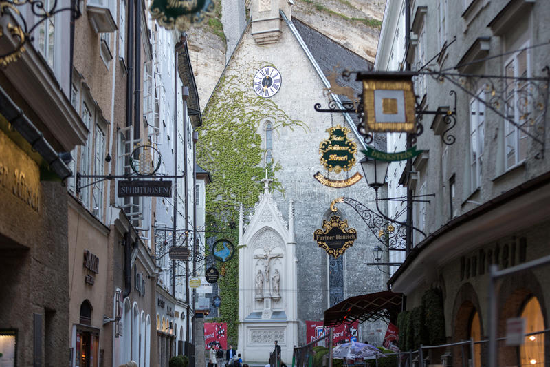 购物街道在萨尔茨堡 免版税库存图片