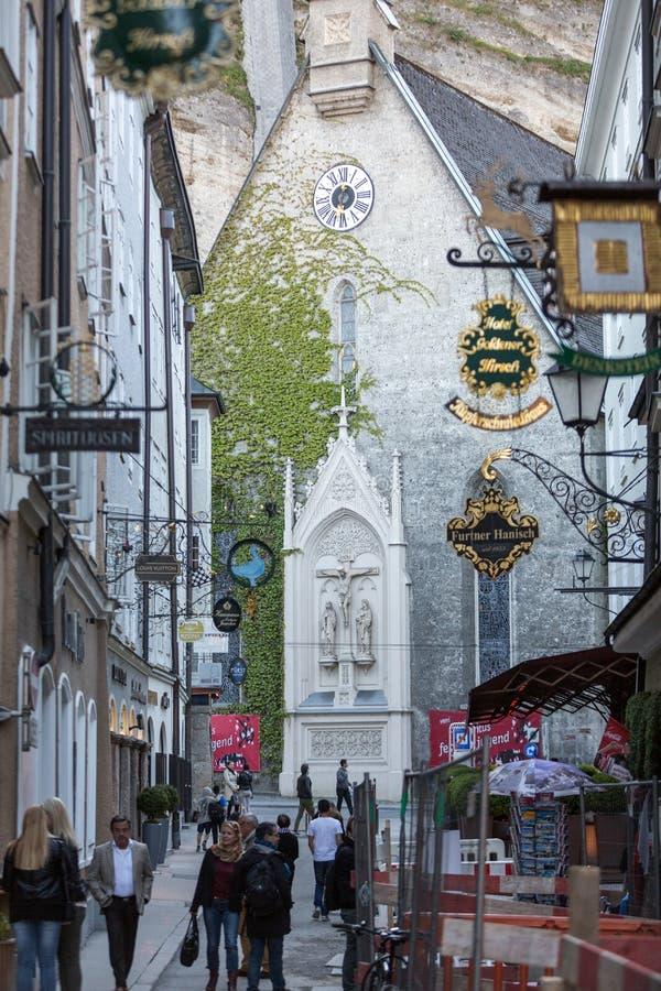 购物街道在萨尔茨堡 库存图片