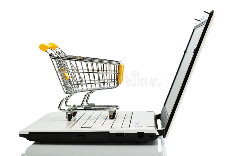 购物车和膝上型计算机 免版税库存照片