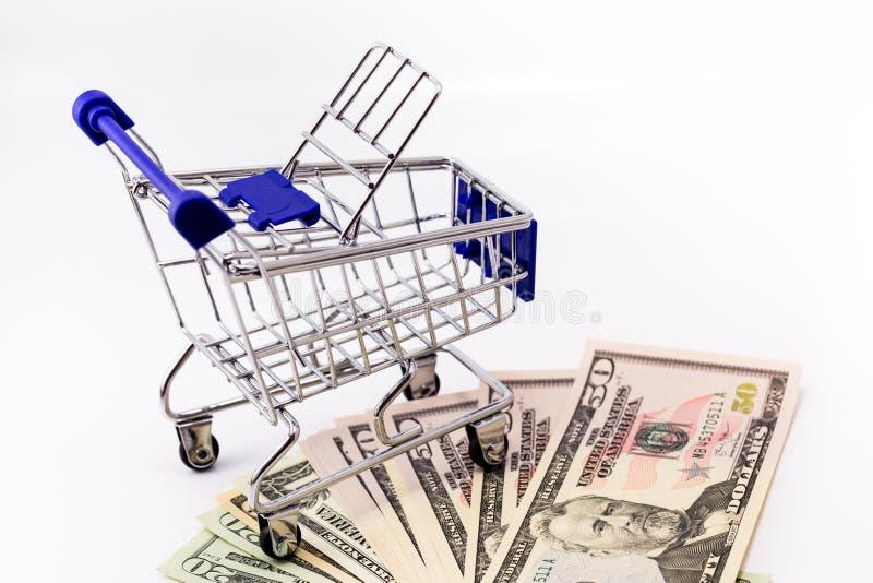 购物车和金钱 免版税图库摄影