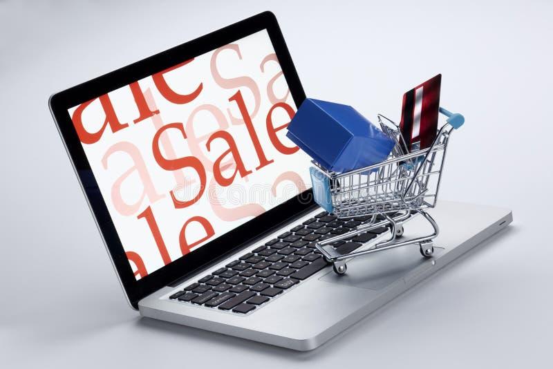 购物车计算机概念互联网鼠标在线购物 免版税库存图片