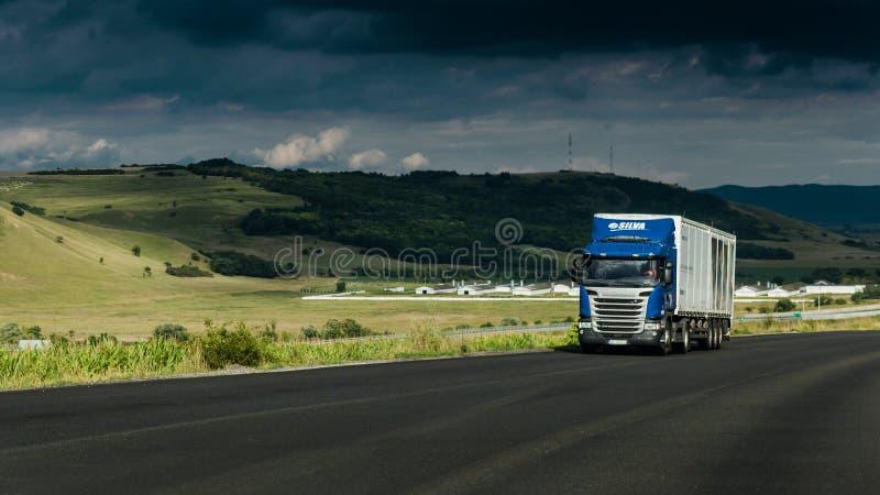 货物运输,在高速公路的卡车 图库摄影