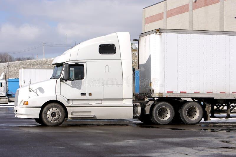 牵引车拖车卡车 免版税图库摄影