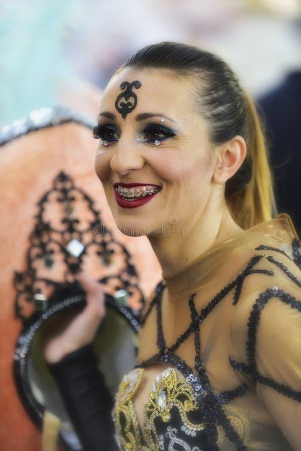 特内里费岛, 2月13日:字符和小组在狂欢节 库存图片