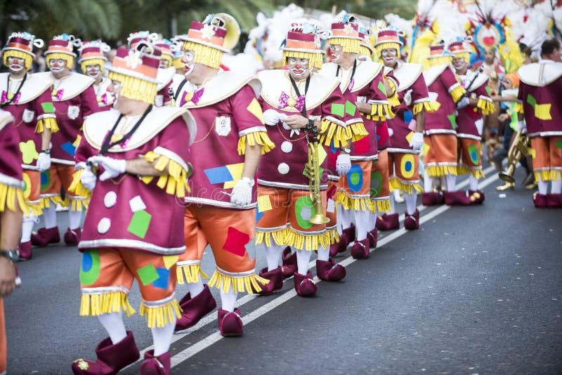 特内里费岛, 2月9日:字符和小组在狂欢节 免版税库存图片