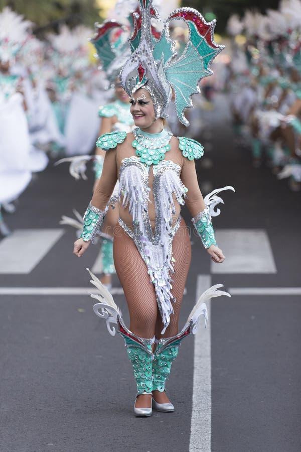 特内里费岛, 2月9日:字符和小组在狂欢节 免版税库存照片