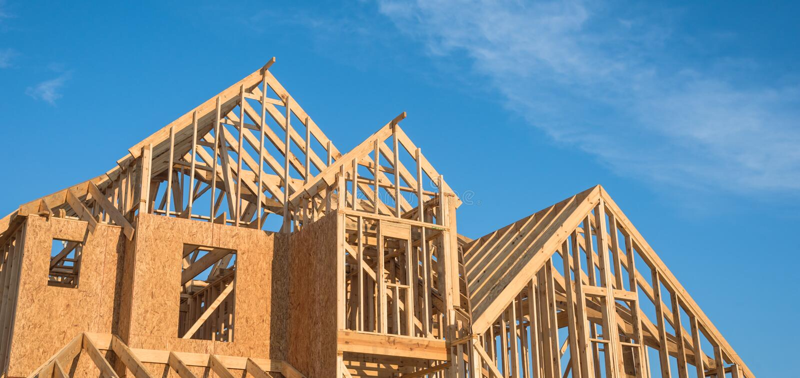 特写镜头三角形屋顶木房子建筑. 蓝色, 职业.图片